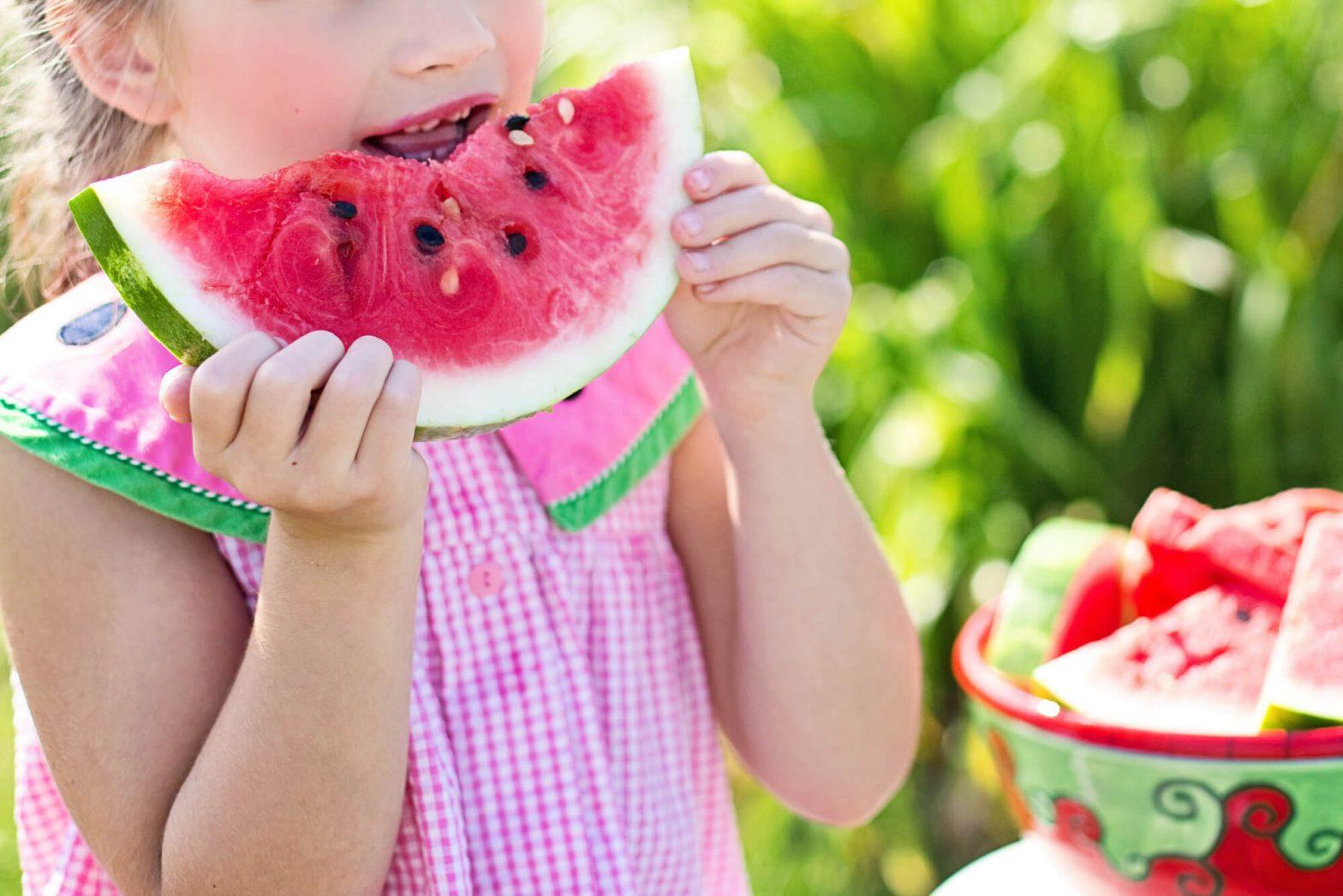 Dziecko je arbuza